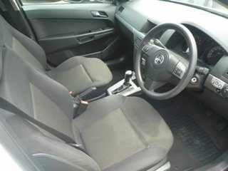 2006 Holden Astra AH MY06.5 CD White 4 Speed Automatic Wagon.