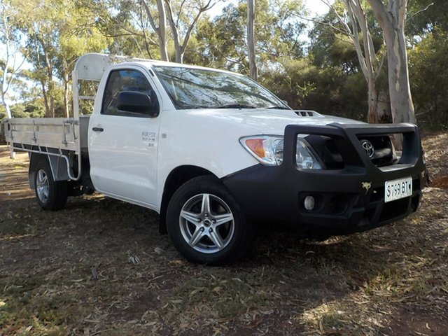 Used Toyota Hilux KUN16R MY09 SR, 2009 Toyota Hilux KUN16R MY09 SR White 5 Speed Manual Cab Chassis