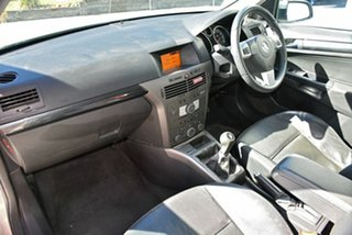 2005 Holden Astra AH MY06 CDXi Gold 5 Speed Manual Hatchback