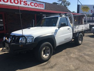 2010 Nissan Patrol 4X4 COMMON RAIL 3.0 diesel White 5 Speed Manual Cab Chassis.