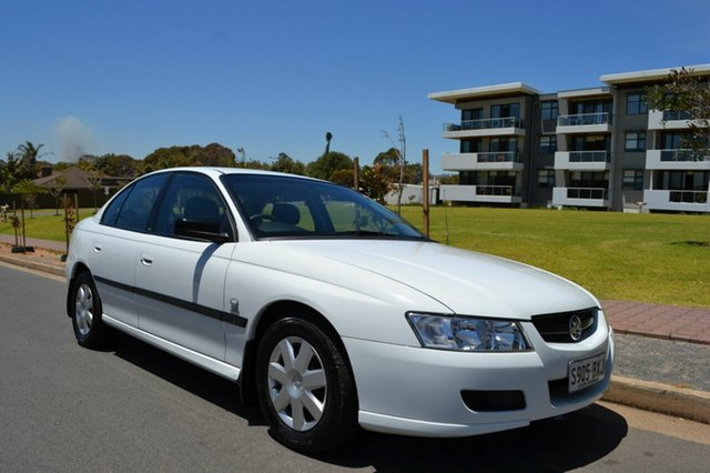 Used Holden Commodore VZ Executive, 2004 Holden Commodore VZ Executive White 4 Speed Automatic Sedan