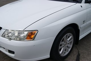 2004 Holden Commodore VY II Acclaim White 4 Speed Automatic Sedan.