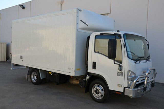 Used Isuzu NPR NH 300 Medium, 2011 Isuzu NPR NH 300 Medium White Cab Chassis 5.2l 4x2