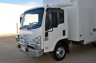 2011 Isuzu NPR NH 300 Medium White Cab Chassis 5.2l 4x2