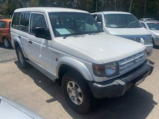 2001 Mitsubishi Pajero White 4 Speed Automatic Wagon.