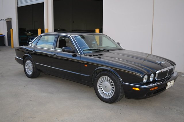 Used Jaguar XJ8  3.2, 1998 Jaguar XJ8 3.2 Black 5 Speed Automatic Saloon
