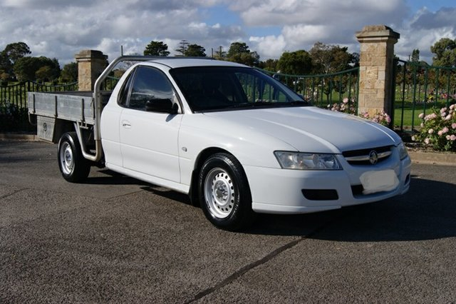 Used Holden Commodore VZ One Tonner S, 2005 Holden Commodore VZ One Tonner S White 6 Speed Manual Cab Chassis