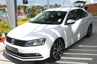 2015 Volkswagen Jetta 1KM MY15 155 TSI Highline Sport Pure White 6 Speed Direct Shift Sedan.
