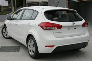 2018 Kia Cerato YD MY18 S Clear White 6 Speed Manual Hatchback.