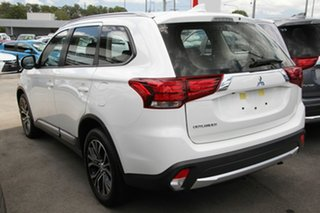 2017 Mitsubishi Outlander ZL MY18.5 ES 7 Seat (2WD) White Continuous Variable Wagon