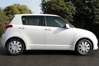 2010 Suzuki Swift RS415 GLX White Pearl 4 Speed Automatic Hatchback