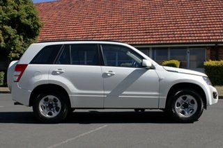 2013 Suzuki Grand Vitara JB MY13 Urban 2WD White 4 Speed Automatic Wagon.