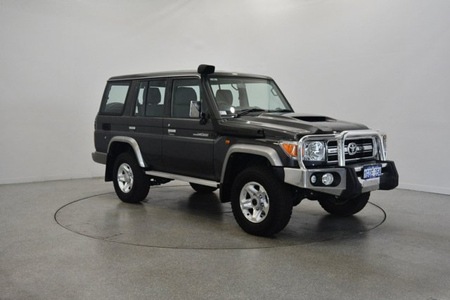 Used Toyota Landcruiser VDJ76R GXL, 2017 Toyota Landcruiser VDJ76R GXL Grey 5 Speed Manual Wagon