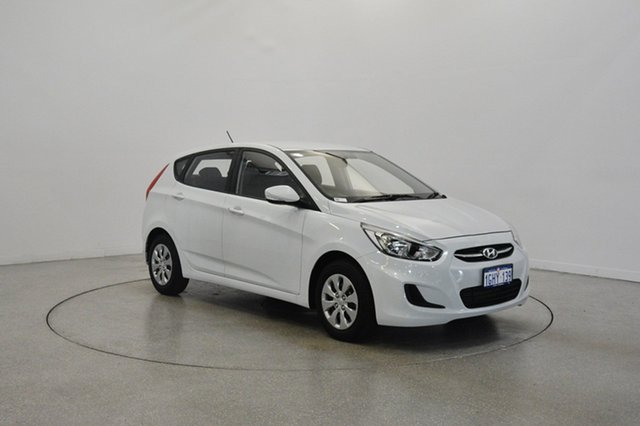 Used Hyundai Accent RB4 MY17 Active, 2017 Hyundai Accent RB4 MY17 Active Chalk White 6 Speed Manual Hatchback