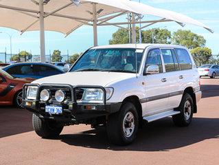 2000 Toyota Landcruiser HDJ100R GXL (4x4) White 4 Speed Automatic 4x4 Wagon.