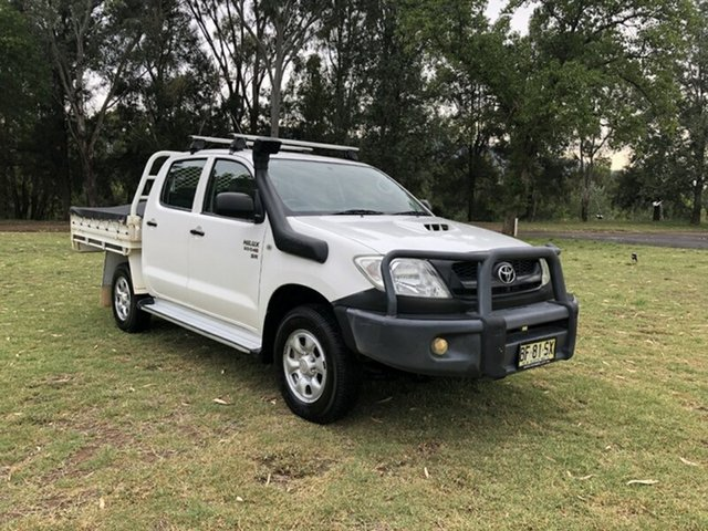 Used Toyota Hilux KUN26R 09 Upgrade SR (4x4), 2010 Toyota Hilux KUN26R 09 Upgrade SR (4x4) White 5 Speed Manual Dual Cab Chassis