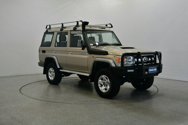 Used Toyota Landcruiser VDJ76R MY13 GXL, 2014 Toyota Landcruiser VDJ76R MY13 GXL Gold 5 Speed Manual Wagon