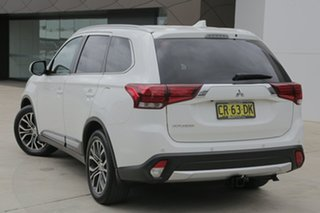 2016 Mitsubishi Outlander LS LS White Manual Wagon.