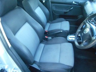 2003 Volkswagen Golf 1.6 SE 4 Speed Automatic Hatchback.