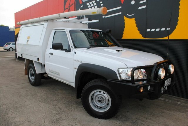 Used Nissan Patrol Y61 Series 5 MY15 DX, 2014 Nissan Patrol Y61 Series 5 MY15 DX Glacier White 5 Speed Manual Cab Chassis