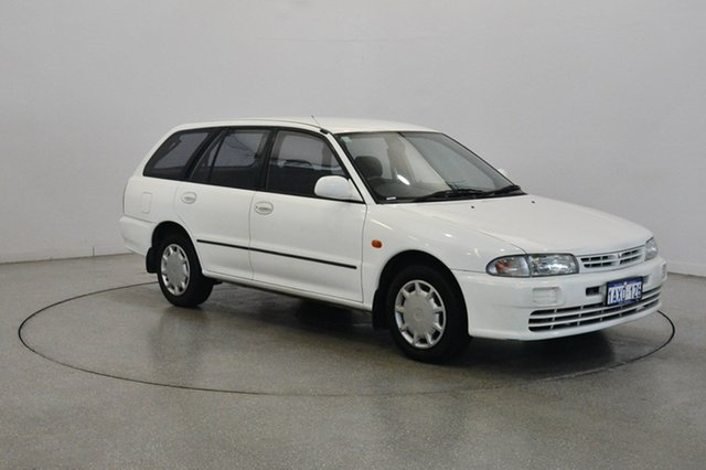 Used Mitsubishi Lancer CE2 GLXi, 2000 Mitsubishi Lancer CE2 GLXi Scotia White 5 Speed Manual Wagon
