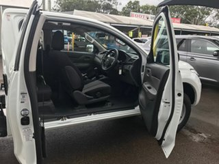 2018 Mitsubishi Triton GLX White 6 Speed Manual.