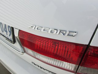 2005 Honda Accord 7th Gen VTi White 5 Speed Automatic Sedan