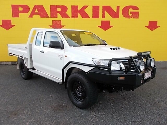 Used Toyota Hilux KUN26R MY14 SR Xtra Cab, 2015 Toyota Hilux KUN26R MY14 SR Xtra Cab White 5 Speed Manual Cab Chassis