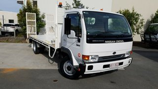 2002 Nissan UD MK 150 BEAVER White Beaver Tail RWD.