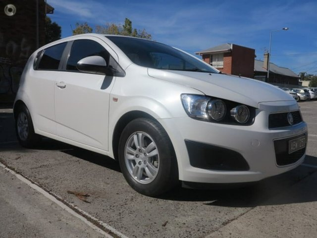 Used Holden Barina TM MY14 CD, 2014 Holden Barina TM MY14 CD White 6 Speed Automatic Hatchback
