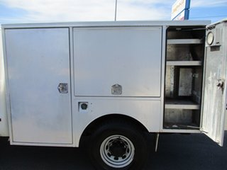 2002 Ford F250 XL Super Cab White 5 Speed Manual Cab Chassis