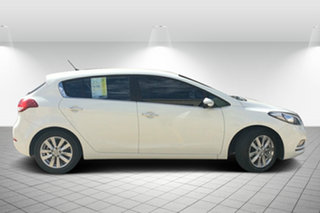 2014 Kia Cerato YD MY14 SI White 6 Speed Sports Automatic Hatchback.