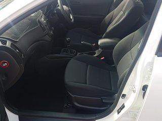 2011 Hyundai i30 FD MY11 SX 1.6 CRDi White 5 Speed Manual Hatchback