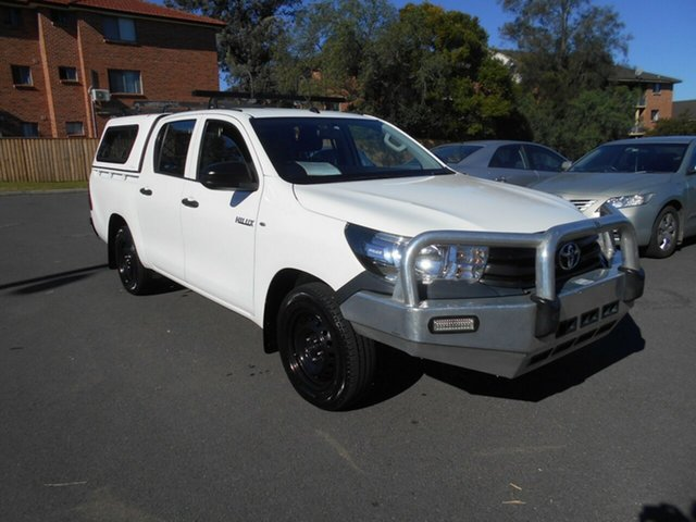 Used Toyota Hilux GUN122R Workmate, 2015 Toyota Hilux GUN122R Workmate White 5 Speed Manual Dual Cab Utility
