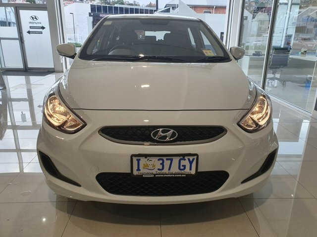 Demo Hyundai Accent RB6 MY18 Sport, 2019 Hyundai Accent RB6 MY18 Sport Chalk White 6 Speed Sports Automatic Hatchback