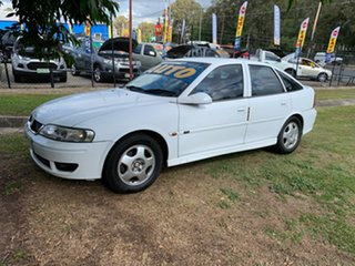 2001 Holden Vectra JSII CD White 4 Speed Automatic Hatchback.