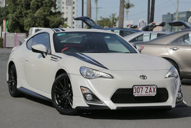 Used Toyota 86 ZN6 Blackline Edition, 2015 Toyota 86 ZN6 Blackline Edition White 6 Speed Manual Coupe