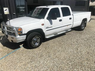 2006 GMC Sierra 2500 HD White 6 Speed Automatic Dual Cab.