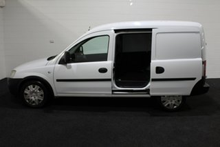 2011 Holden Combo XC MY11 Casablanca White 5 Speed Manual Van