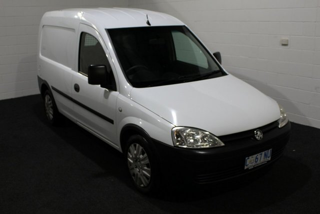 Used Holden Combo XC MY11 , 2011 Holden Combo XC MY11 Casablanca White 5 Speed Manual Van