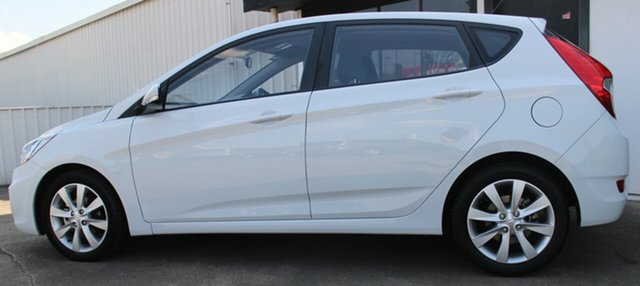 Used Hyundai Accent RB5 MY17 Sport, 2017 Hyundai Accent RB5 MY17 Sport White 6 Speed Sports Automatic Hatchback