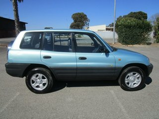1995 Toyota RAV4 (4x4) 4 Speed Automatic 4x4 Wagon.