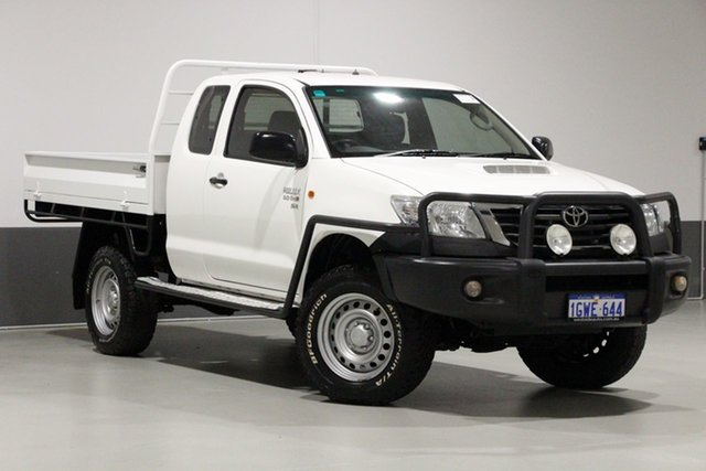 Used Toyota Hilux KUN26R MY14 SR (4x4), 2014 Toyota Hilux KUN26R MY14 SR (4x4) White 5 Speed Manual X Cab Cab Chassis