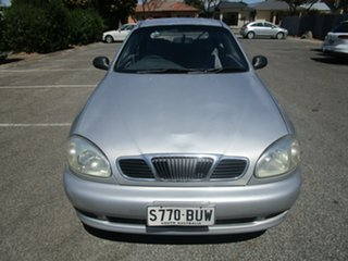 2000 Daewoo Lanos SE 4 Speed Automatic Hatchback.