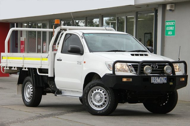 Used Toyota Hilux KUN26R MY14 SR, 2014 Toyota Hilux KUN26R MY14 SR Glacier White 5 Speed Manual Cab Chassis