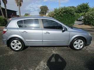 2006 Holden Astra AH MY06 CDX 5 Speed Manual Hatchback.