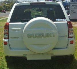 2009 Suzuki Grand Vitara White Manual Wagon