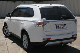 2014 Mitsubishi Outlander ZJ MY14.5 ES 2WD White 6 Speed Constant Variable Wagon.
