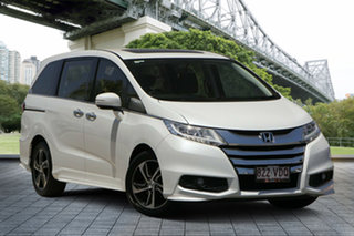 2014 Honda Odyssey RC MY14 VTi-L White 7 Speed Constant Variable Wagon.