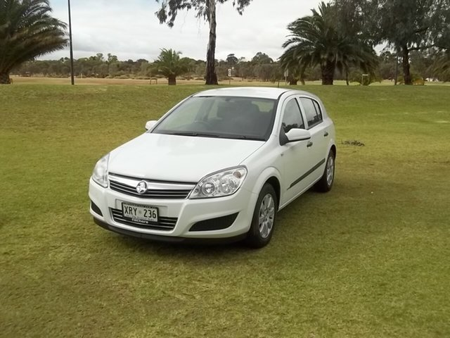 Used Holden Astra AH MY07.5 CD, 2007 Holden Astra AH MY07.5 CD White 4 Speed Automatic Hatchback
